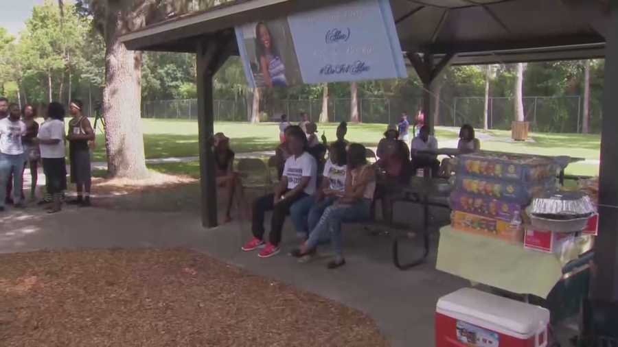 Aug. 3 - 4 p.m.Friends and family hold a vigil for Chery at Carver Park.