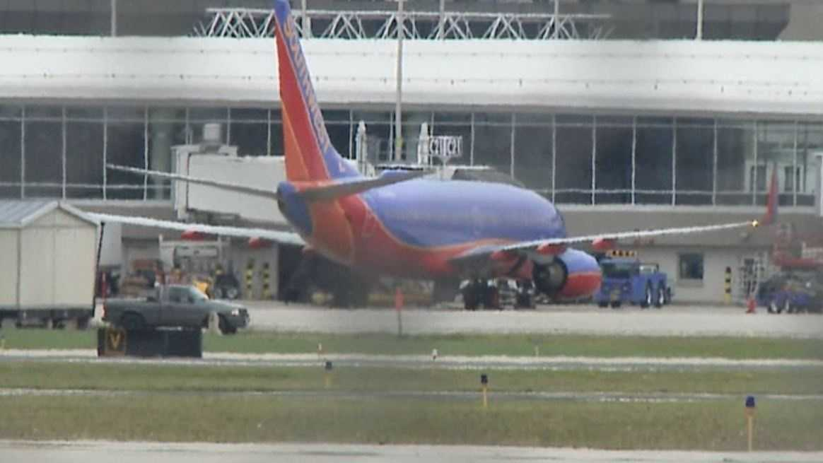 Crew reports electrical smell on Orlando-to-Milwaukee flight