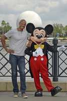 Keenen Ivory Wayans poses with Mickey Mouse at Epcot on Aug. 17, 2014.