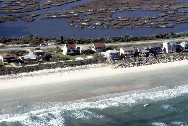 1986: An aerial view of the beach houses between Cocoa and New Smyrna beaches.