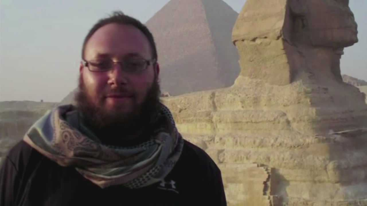 Governor Rick Scott has ordered all flags in Florida to be lowered to half-staff to honor slain journalist Steven Sotloff.
