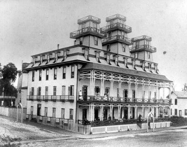 1886: View of Hotel Sanford
