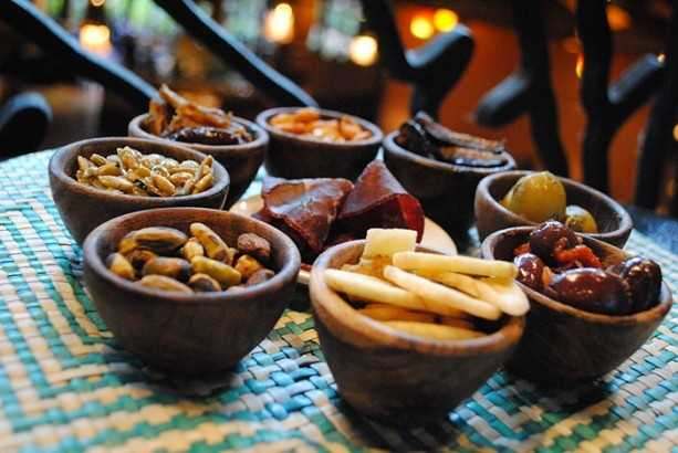 This option is perfect for sharing. The African-inspired tapas is an assortment of dates, cumin green olives, sambal Calamata olives, Bresaola, sea salt pistachios, preserved lemon artichoke hearts, with dried banana and pumpkin seed crisps.