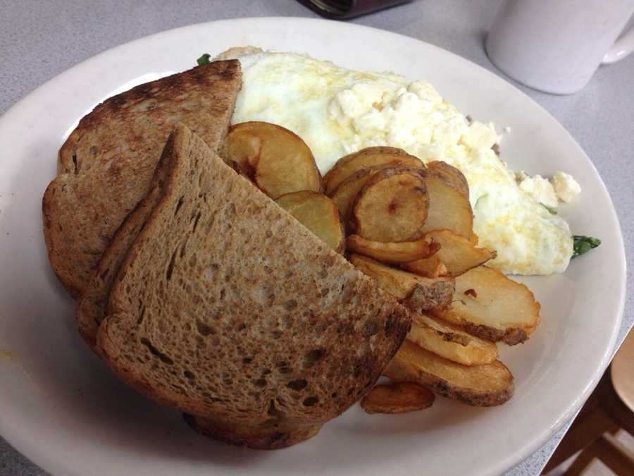 4.Christo's CaféThis traditional American café will have your taste buds thanking you. Try anything from their banana French toast to their chicken salad melt with hash browns.Price range:Under $10Address:1815 Edgewater Dr., Orlando, FL 32804