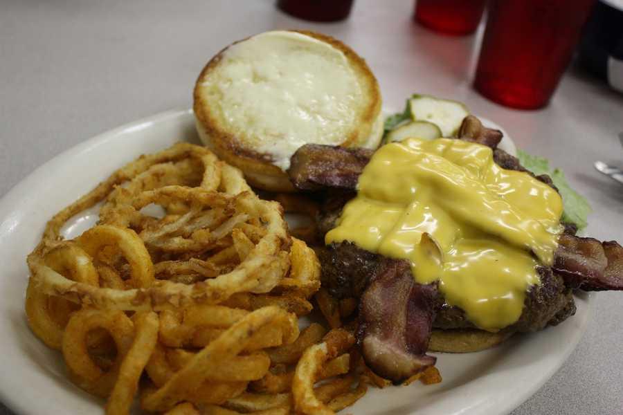 12. Leo's DinerIndulge in comfort food without breaking the bank.Price range:Under $10Address:333 N Orange Ave. Ste. Lobby Orlando, FL 32801