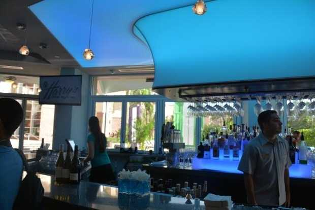 6. Harry's Poolside Bar & Grill at Rosen Centre Hotel Relax and enjoy Harry's casualambianceand its tropical flavors.