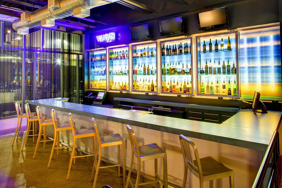 2. W XYZ Bar at Alof Orlando Downtown W XYZ is the perfect spot to unwind with seasonal cocktails after a long day. There's always music, happy hour specials and events.
