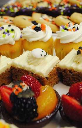 Cookies, brownies, fruit tarts and cheesecakes - Disney's Contemporary Resort, Contempo Cafe