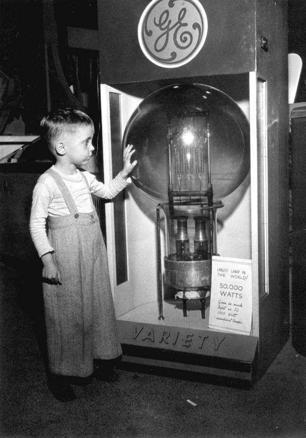 1947: A child touches the world's largest lamp at the Florida State Fair.