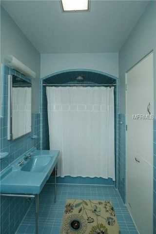 En suite bathrooom with walk in shower.