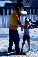 Goofy greets a guest in 1977