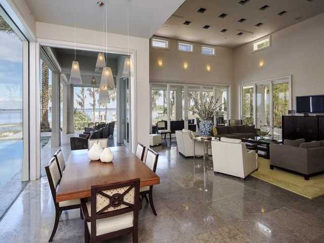The open floor-plan that expands from family room to dining room to patio is really a canvas for the finest elements found in any Orlando home.