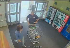Police officers are searching for a man and a woman accused in a theft and fraud case in Ocala, according to officials.