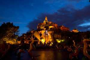 Splash Mountain has a 950,000 gallon water reservoir.