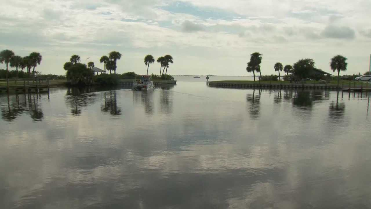 In the pollution-plagued Indian River Lagoon and elsewhere, Congress wants to loosen environmental requirements for boaters. A newly passed measure allows small commercial boat operators to ignore some of the core requirements of the Clean Water Act.