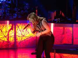 4. Kelly Clarkson Feb. 21