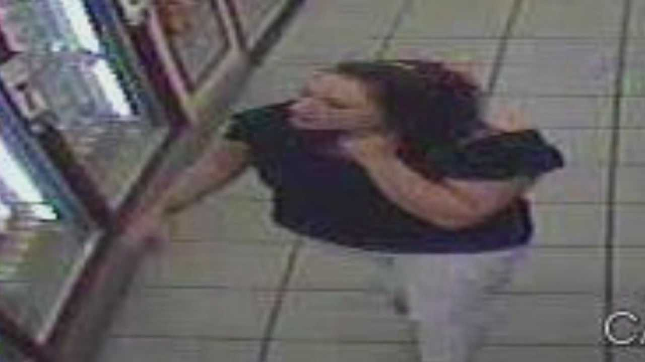 Two women are luring men from bar and setting them up to be robbed, according to the Marion County Sheriff's Office.