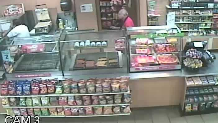 Raw video: Employees fight off robber at 7-Eleven