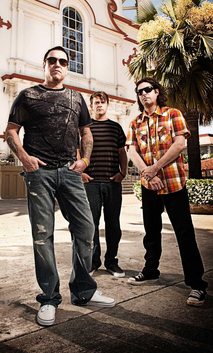 "Oct. 5-7 Smash Mouth ""Walkin' On the Sun"""