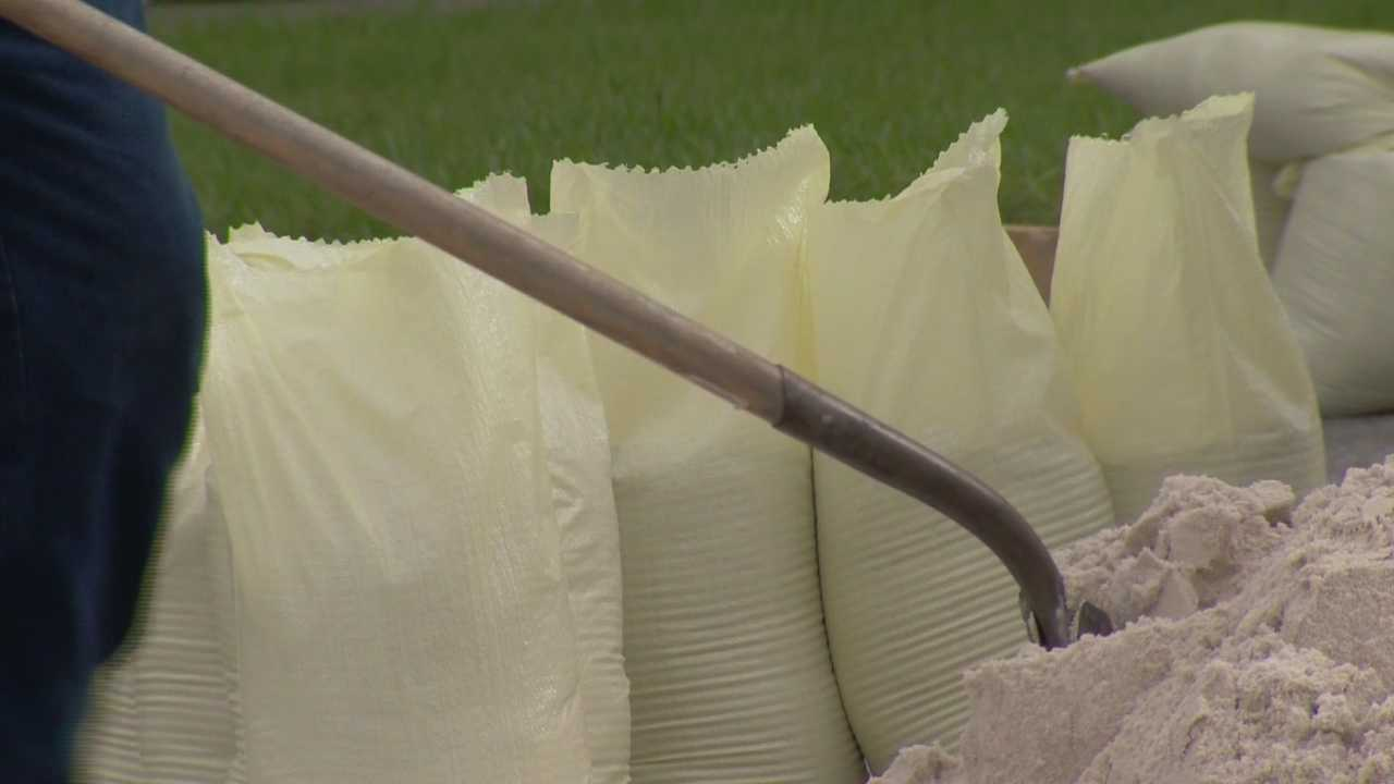 img-Sandbags given out to residents