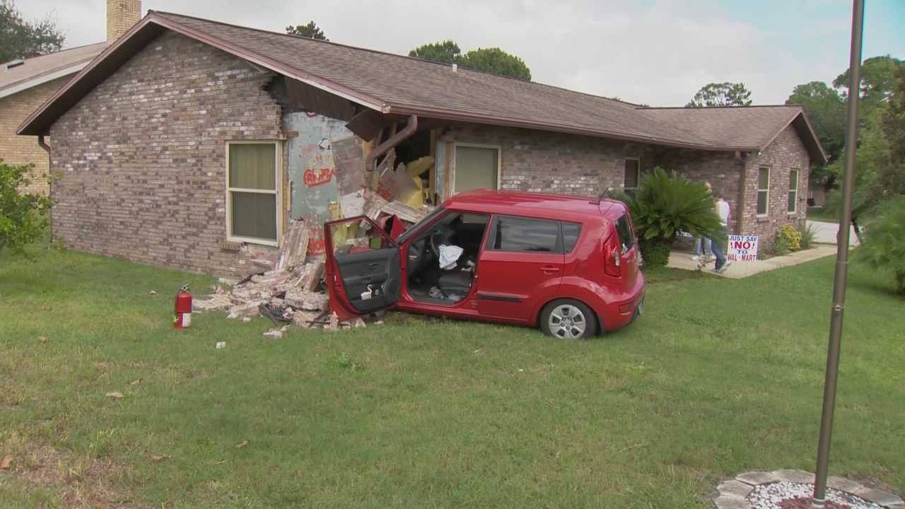Port Orange fire investigators said a minimum of $25,000 in damage was done to a house after the driver of an SUV lost control and slammed into it.   Claire Metz (@clairemetzwesh) has the story.