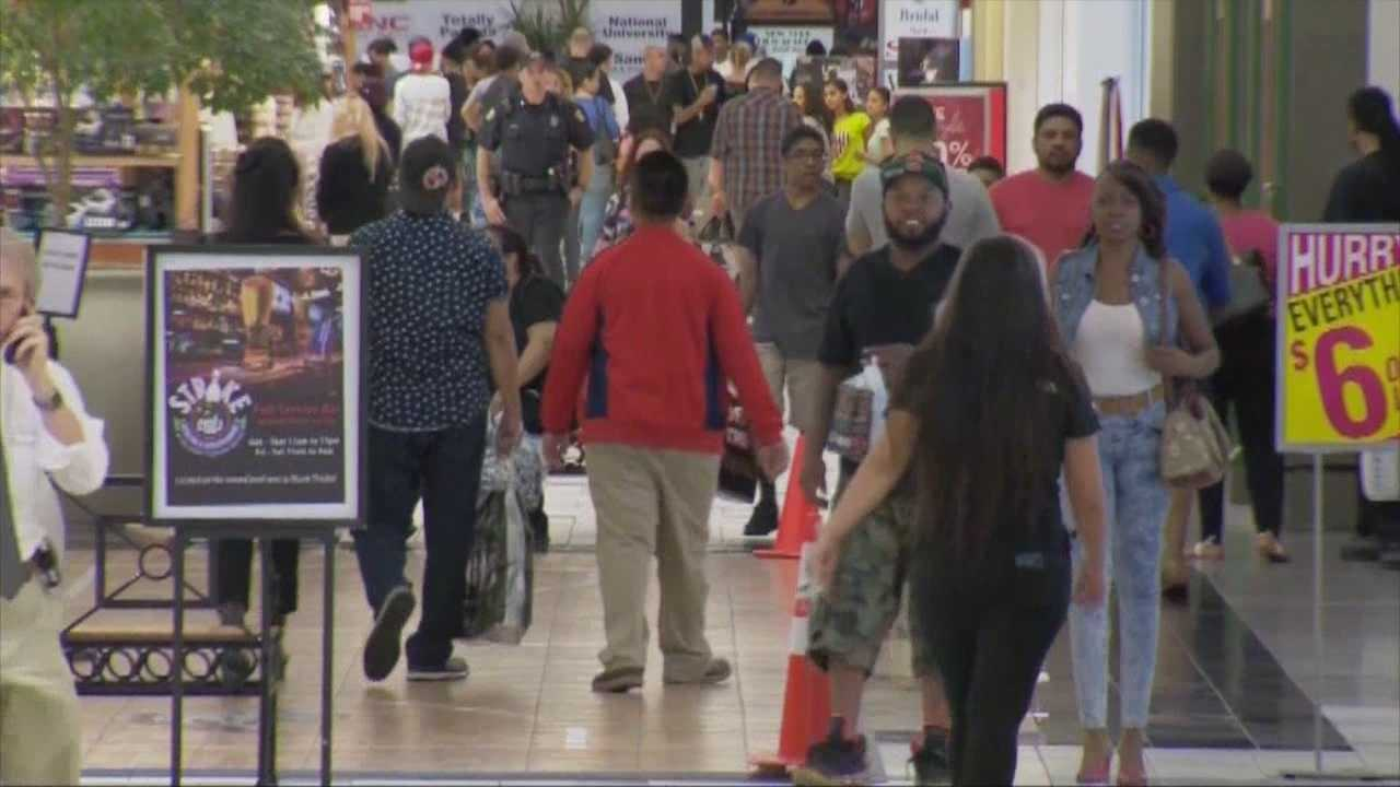 Shoppers across Central Florida are scrambling to stores for those last minute gifts. If you haven't finished your shopping yet, be ready to battle the long lines and packed parking lots. Chris Hush (@ChrisHushWESH) has the story.