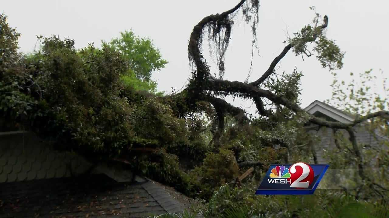 A bolt of lightning sends a tree tumbling onto a local home. Another round of strong storms made their way through Central Florida. Chris Hush (@ChrisHushWESH) speaks to a local homeowner whose home was severely damaged.