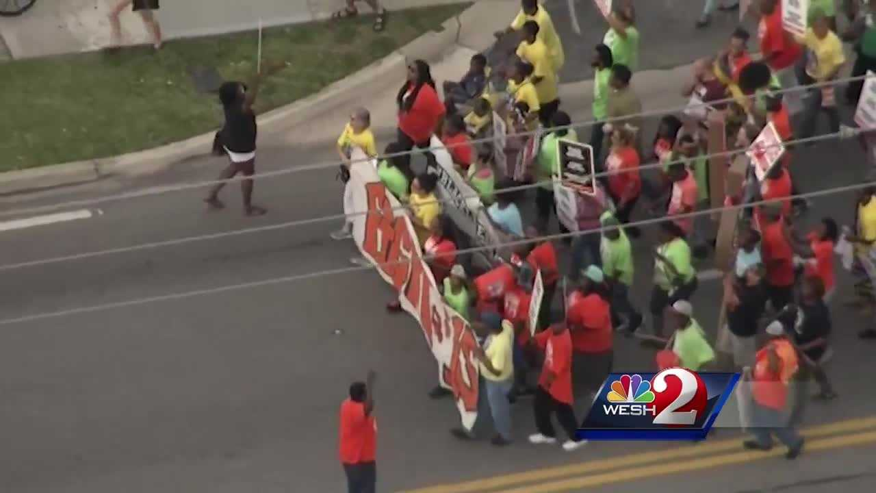 Strikes and protests took place Thursday in 300 U.S. cities and in more than 40 countries, all in an effort to raise the minimum wage. Matt Grant (@MattGrantWESH) brings us the latest update.