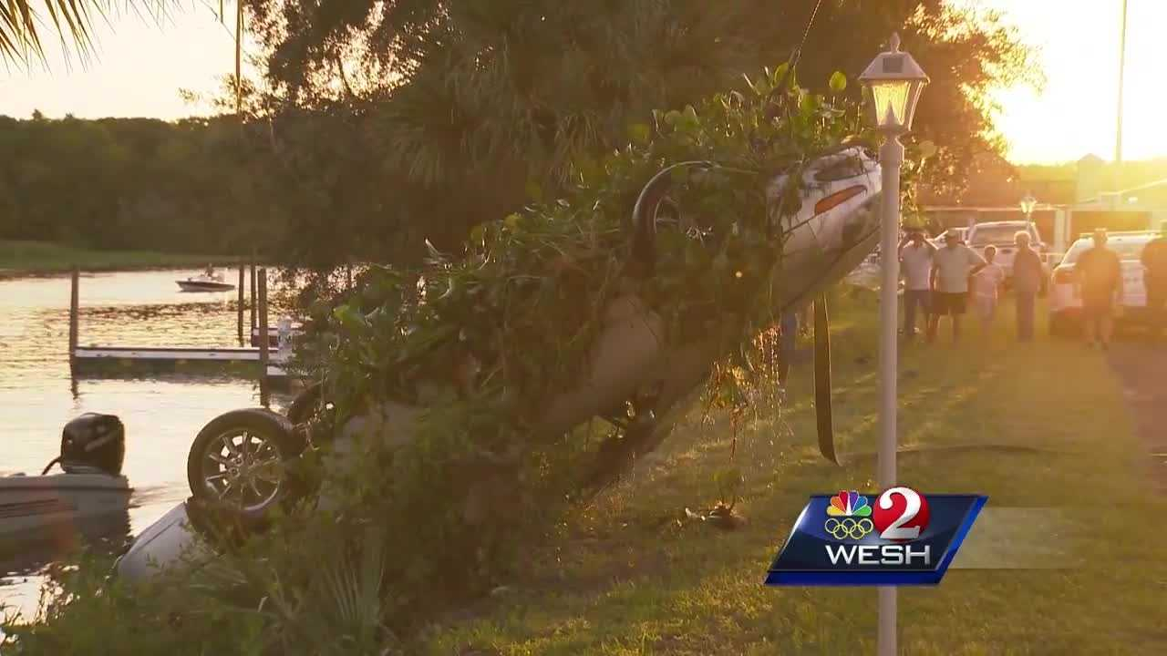 Three people jumped into the St. Johns River to save a woman from a sinking car, but she tried to swim away. Video shows the car being pulled from the river Tuesday evening. Angela Taylor explains.