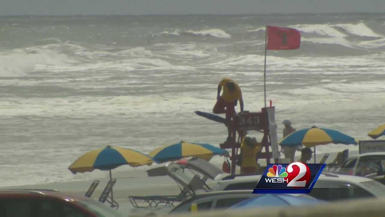 Rip currents caused many swimmers to stay close to shore over the holiday weekend. Alex Villarreal reports.