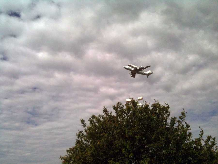 Shuttle Discovery, piggybacking on a 747, flew over Washington, D.C. on Tuesday morning.