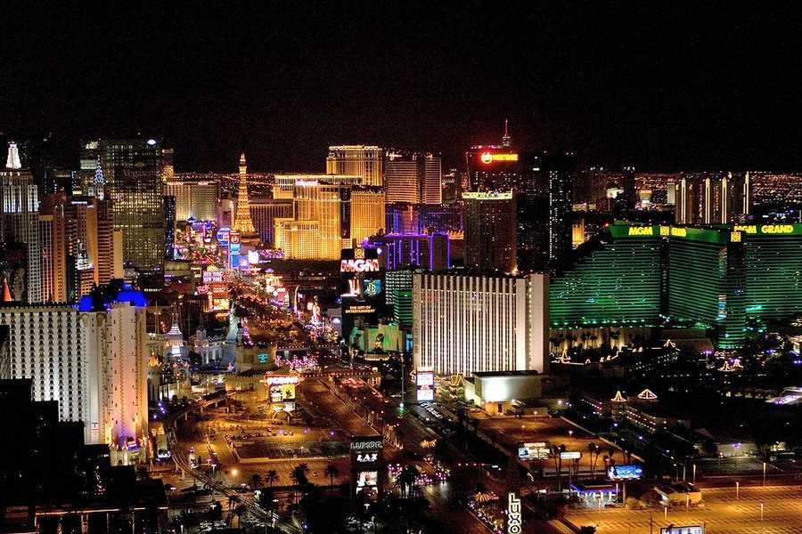 15. Las Vegas, Nevada: An internationally-renowned resort city for gambling, shopping and fine dining, Las Vegas bills itself as the Entertainment Capital of the World. The major attractions are the casinos and hotels, most of which are downtown on the Fremont Street Experience.