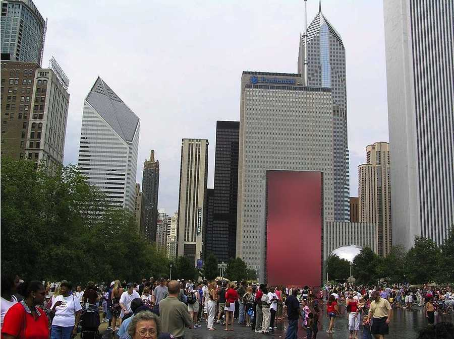The Chicago Cultural Center, Millennium Park, Buckingham Fountain, and the Art Institute of Chicago are just a few famous attractions.
