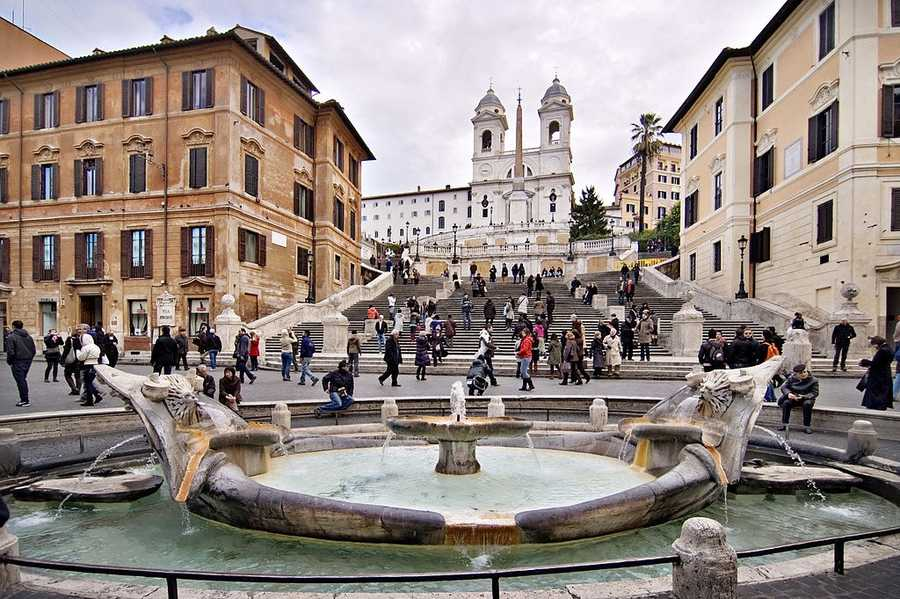 9. Rome, Italy: Rome Is home to an immense collection of archaeological and artistic treasures, and draws tourists in with its unique traditions, its panoramic views, and its majestic villas.
