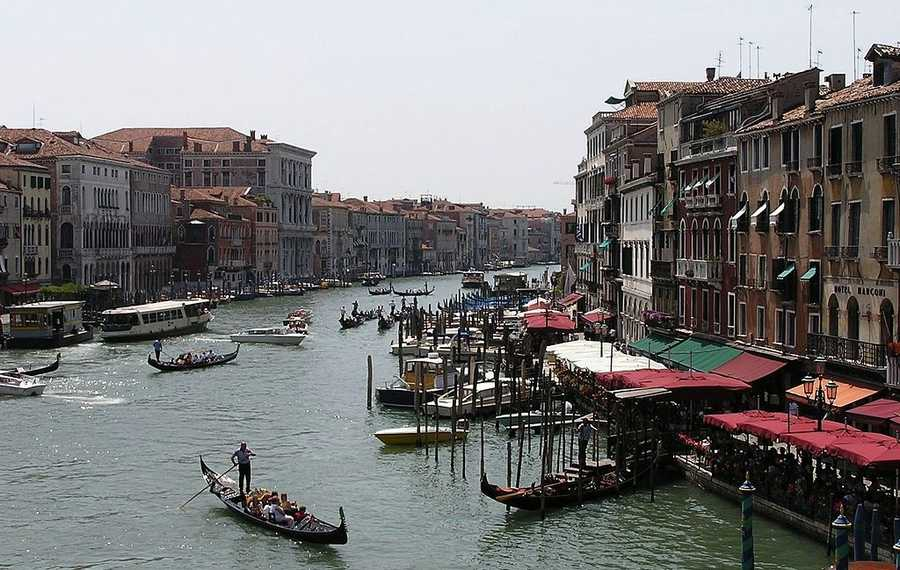 21. Venice, Italy: Known for both tourism and industry, Venice is often described as the most beautiful city built by man and is one of Europe's most romantic cities. The city is most notably known for its important artistic movements in history, and is one of the world's greatest and most beautiful cities of art.