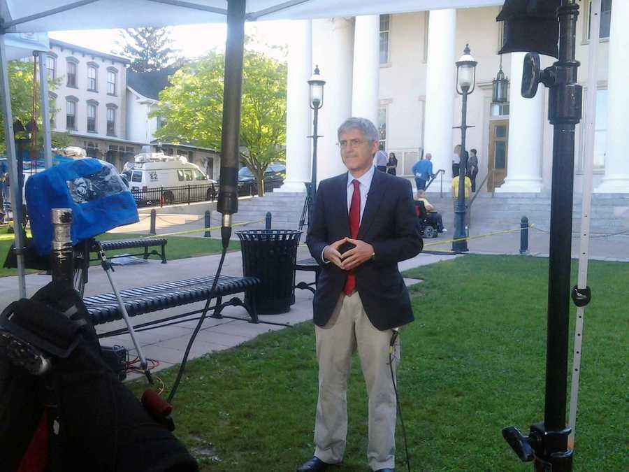 NBC News correspondent Michael Isikoff outside the courthouse.