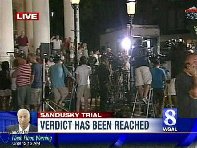 A swarm of media awaits the verdict from the trial.