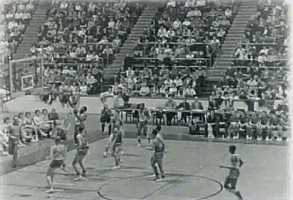 There was little excitement prior to the Warriors-Knicks game on March 2, 1962, but the aftermath was one every fan wanted to be a part of. This photo is another still from a 1962 NBA game.