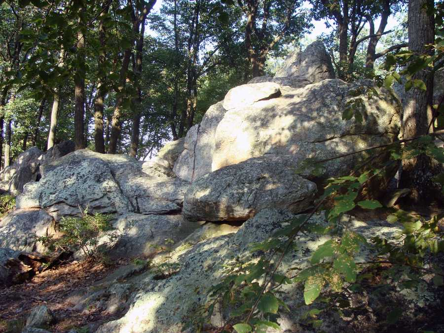 ... interesting rock formations ...