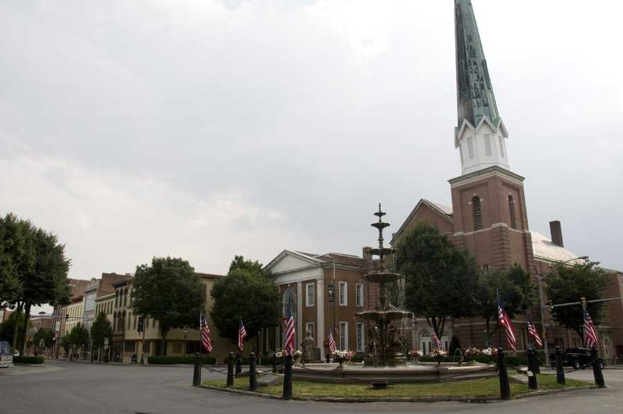 The biggest city in Franklin County is Chambersburg with 20,425 residents.