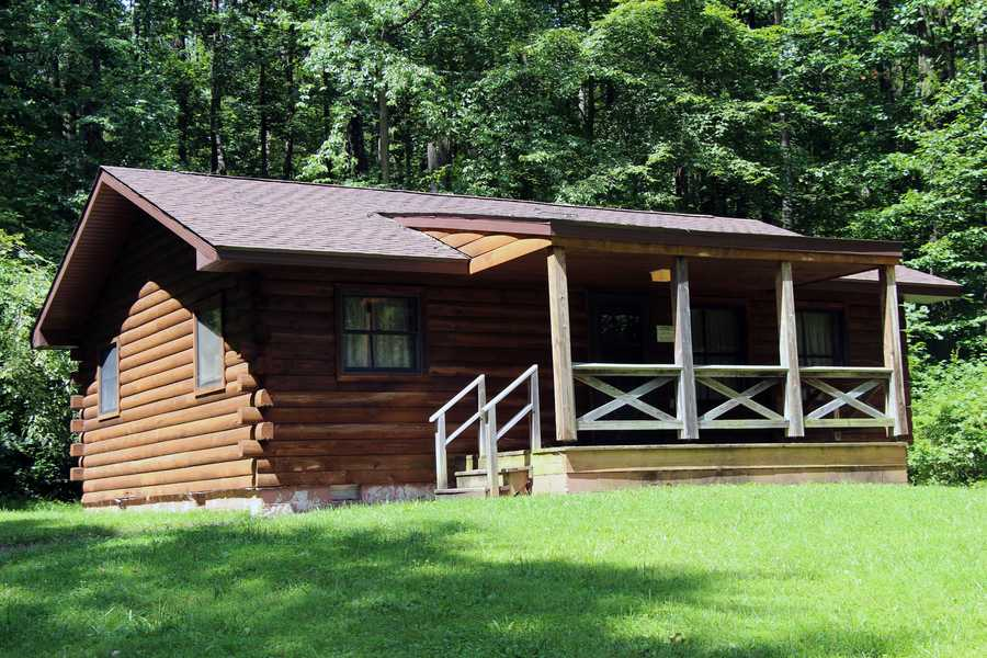 Ten furnished, modern cabins are available. Each cabin features sleeping for six, electric heat, a kitchen, a private bath with shower, and wall-to-wall carpeting. Guests should bring their own dishes, cookware and bedding.