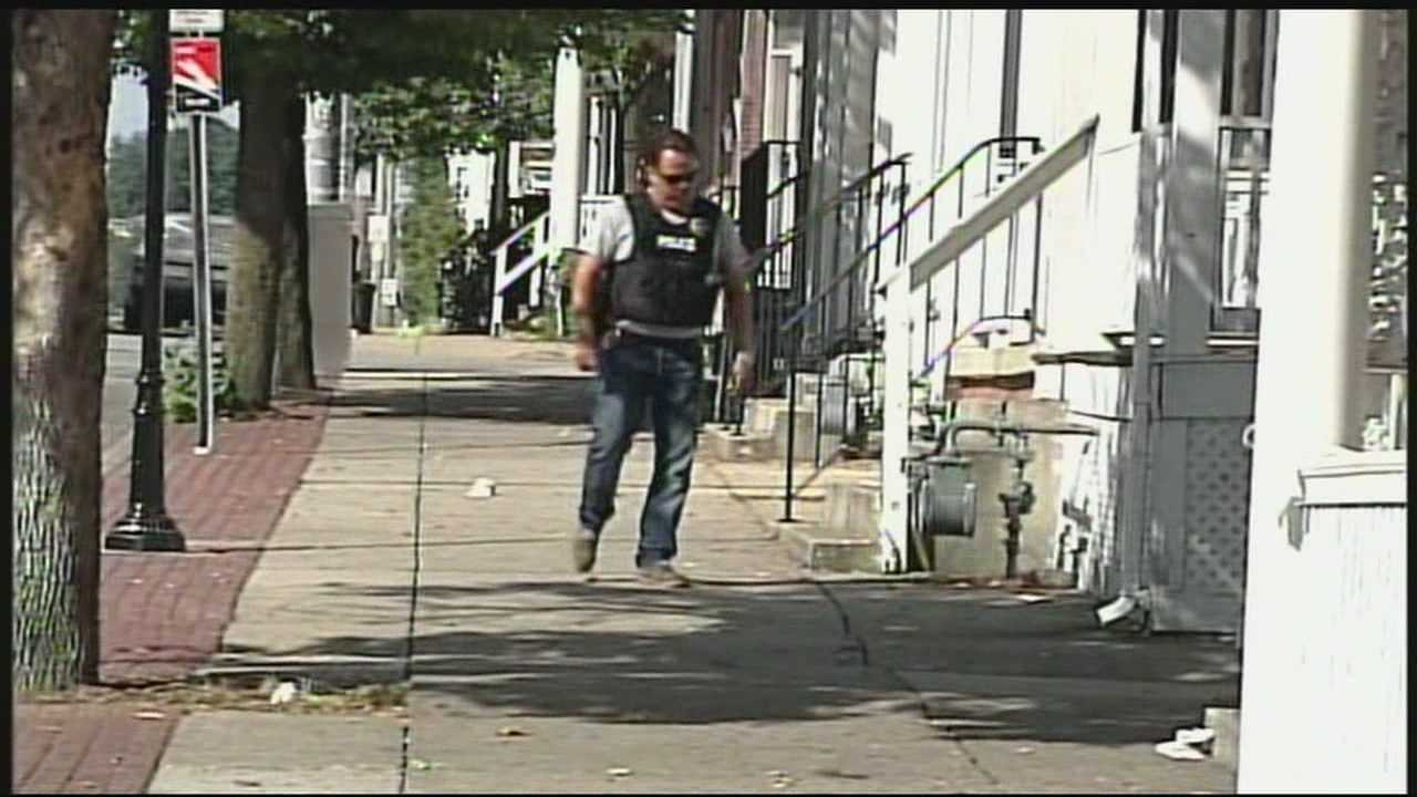 9.13.13 Search on for gunman after man is shot in head