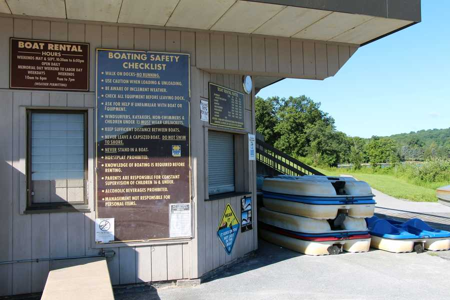 Boat rentals are available daily from Memorial Day to Labor Day ....