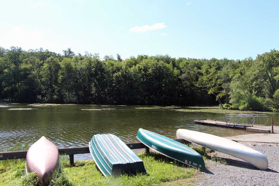 Seasonal boat mooring spaces are available from April 1 to November 1.