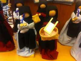 More Amish-themed dolls.