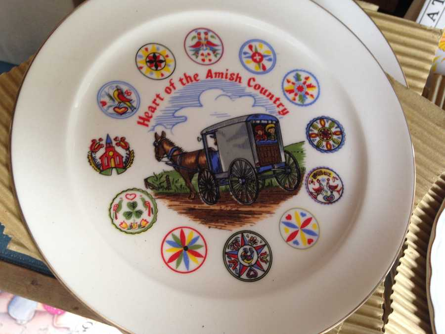"Keepsakes like this ""Heart of the Amish Country"" plate can be found at local shops."