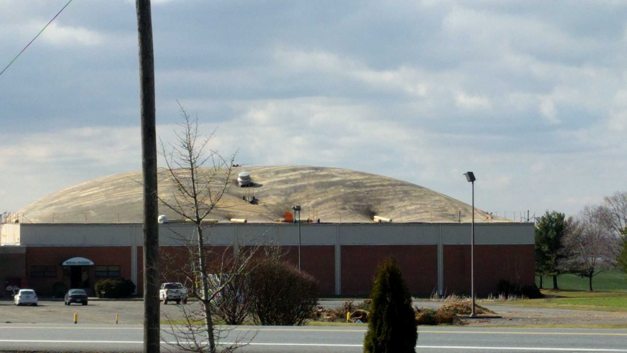 PHOTO: Roof inflated at former Donegal Industries building