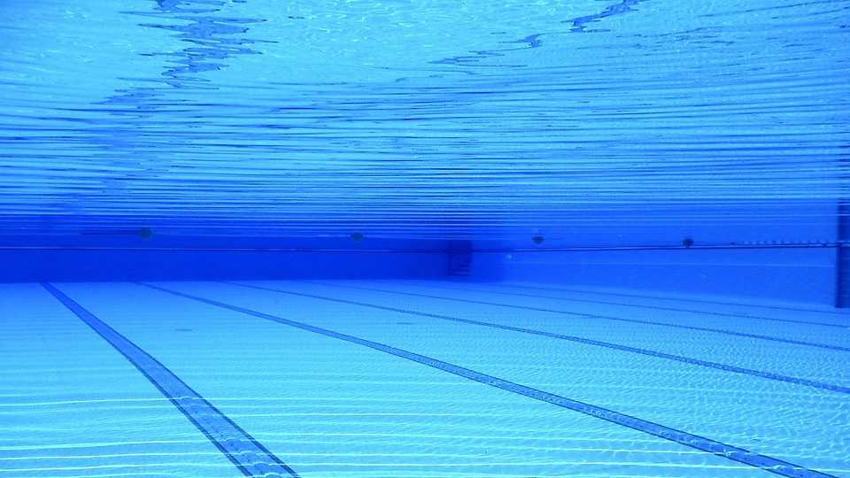 swimming-pool-504780_960_720.jpg