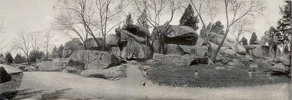 The Devil's Den in Gettysburg is reportedly haunted by soldiers of the Battle of Gettysburg, especially an infamous soldier with long grey hair, buckskin clothing, a large floppy hat, and no shoes.