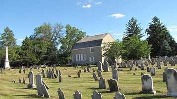 The cemetery behind the building contains stones dating from 1736 and earlier. A monument commemorates unknown soldiers buried in the cemetery.